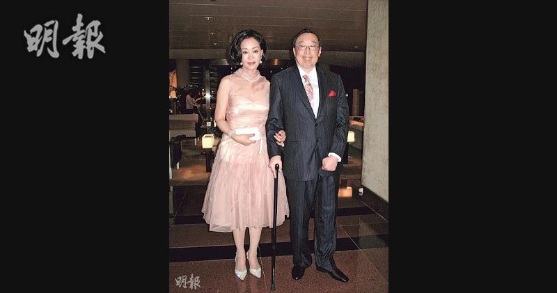 右為華光航運已故董事長趙世光、左為遺孀何琍琍(資料圖片)