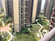 星河丹堤 二手盤現樓﹕高層露台外望屋苑綠化休憩空間。