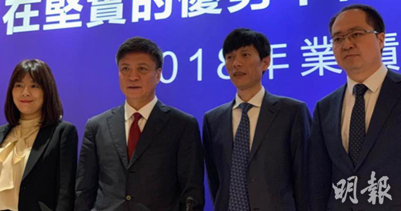 左二、三,孫宏斌、汪孟德