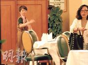 賭王何鴻燊四太梁安琪(左)昨日出席澳娛董事會,並在會後在場內繼續打點一切。