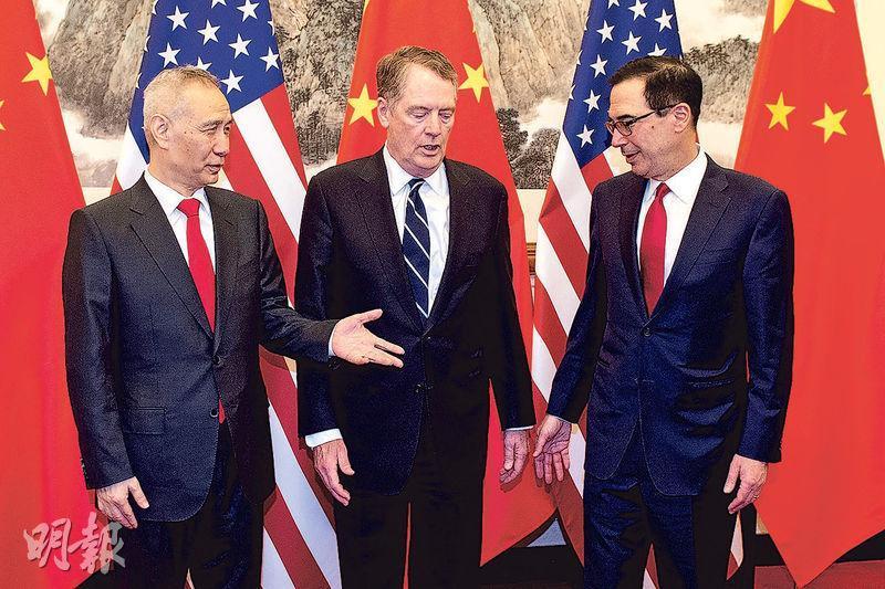 中國商務部日前透露,29日中美雙方全天磋商,本周國務院副總理劉鶴(左)將飛赴美國繼續談判。圖中為美國貿易代表萊特希澤,右為美國財政部長梅努欽。