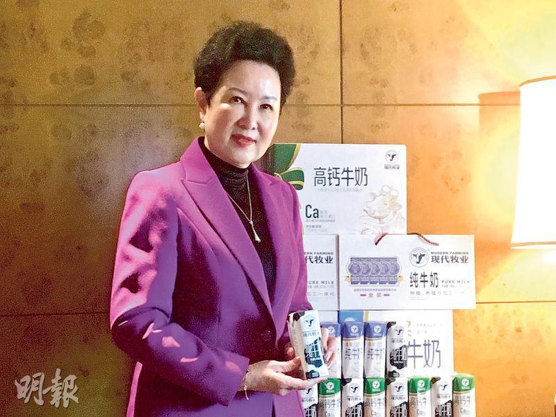 現代牧業副主席兼行政總裁高麗娜表示,今年的奶價暫時略為波動,不過因農曆新年關係,期內液態奶銷量按年增10%。(蕭嘉聰攝)