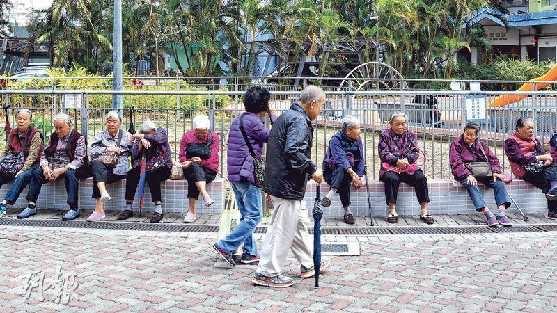 退休人士在健康狀况良好時,做好資產和財務安排,便可保障自己和家人的權益。(資料圖片)