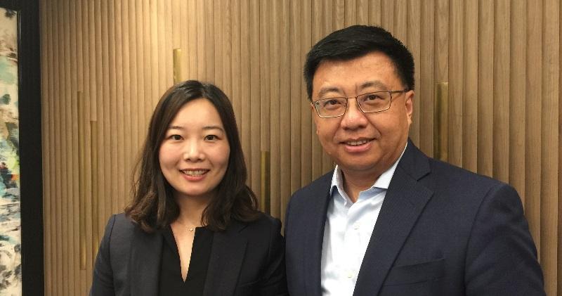 圖左起:中國忠旺董事總經理許晶、首席財務官葛文達