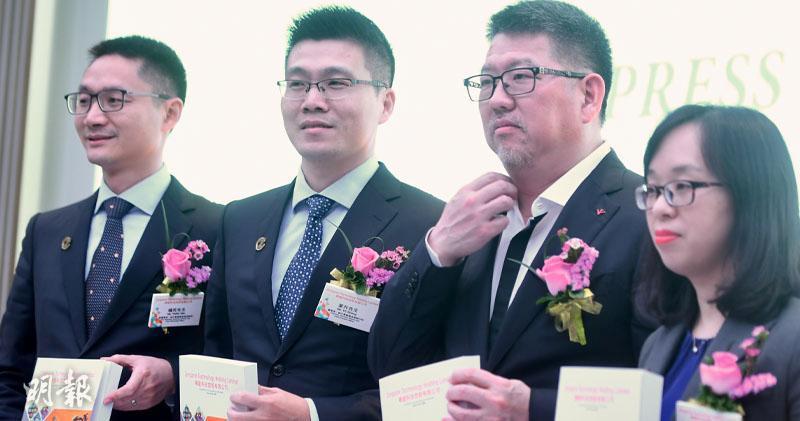 禪遊科技董事長兼首席執行官葉升(左二)(劉焌陶攝)