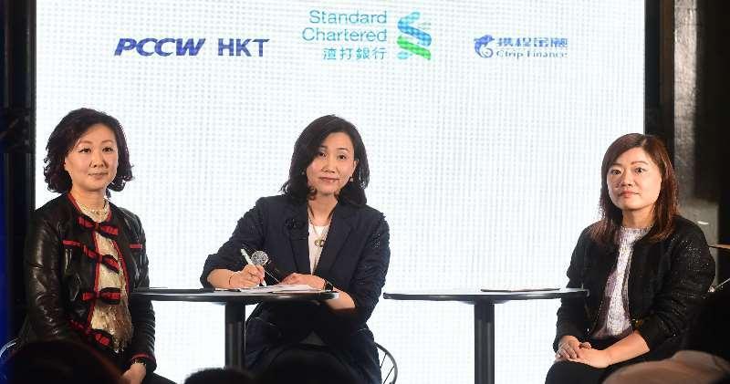 左起︰香港電訊董事總經理許漢卿、渣打香港行政總裁禤惠儀及攜程金融首席執行官馮雁。