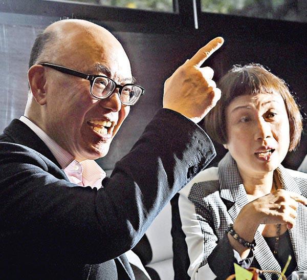 華懋蔡宏興(左)表示,集團因應市况轉變策略,斥資逾1億元優化旗下3間酒店,藉以主攻商務客;旁為如心酒店鍾慧敏。(劉焌陶攝)