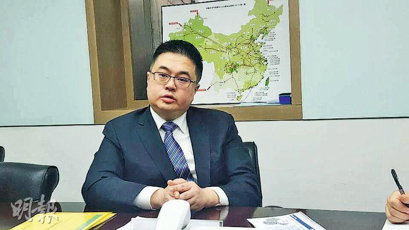 北京燃氣藍天集團聯席主席及行政總裁鄭明傑表示,撇除購併因素,集團整體及LNG銷氣量目標按年增長四成至五成。(陳偉燊攝)