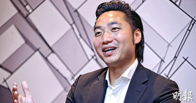 AXA於2017年公布,出售安盛財富管理(香港)有限公司在香港的經營權予Jeneration Holdings Limited,交易作價22億元,Jeneration實際持有人為內地發展商京基的富二代陳家榮(右)。(資料圖片)