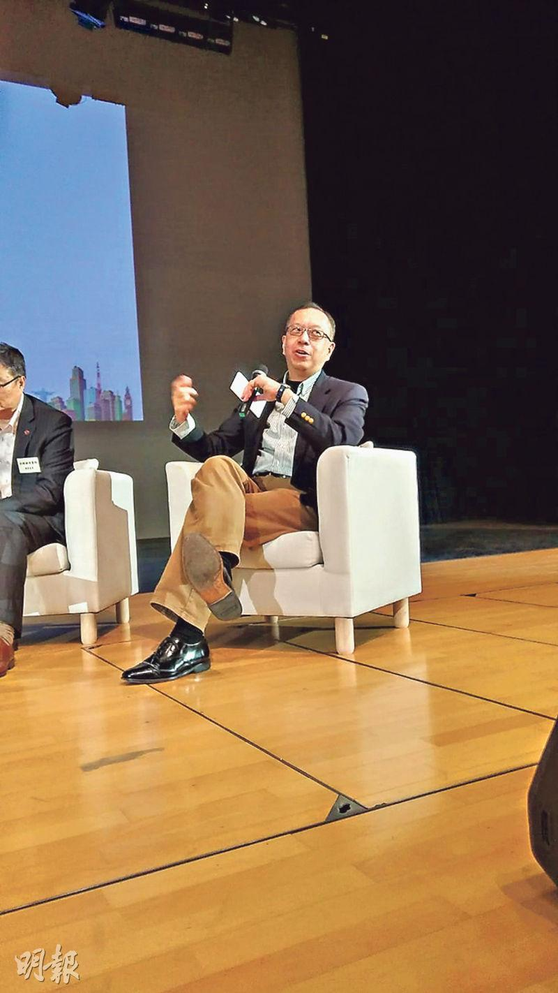 卓凌策略有限公司董事鍾維傑表示,港人購買海外物業,首要考慮當地的前景及升值潛力外,也要留意匯價及稅率等影響回報的因素,並且可運用統計數據尋找最值得投資的地區。(葉創成攝)