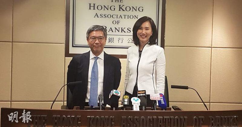 金管局副總裁阮國恒(左)、銀行公會主席禤惠儀(右)(歐陽偉昉攝)