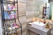 項目最大亮點是設女性樓層,該樓層洗手間內配備梳洗護理用品,媲美酒店式設備,為女租戶提供專屬空間。(鍾林枝攝)