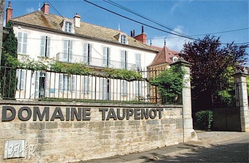 在Morey-Saint-Denis這樣一個歷來只有600多人的小村莊,這座頗有氣勢的鄉紳庭院顯示了酒莊在當地的根基。