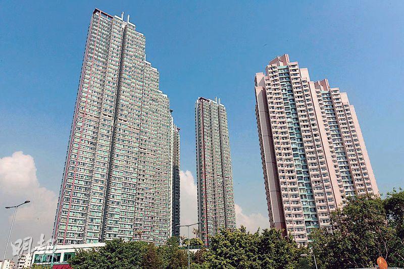港灣豪庭(圖左)上月錄得7宗成交,平均實呎19135元,較去年7月平均實呎高位20368元仍低6%。