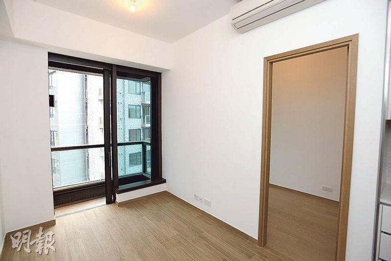 龍譽﹕位於2B座高層D室,實用307方呎,最新以月租1.3萬元租出,呎租約43元,租金回報約2.2厘。(楊柏賢攝)