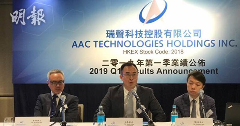 圖左起為集團董事總經理莫祖權、投資者關係經理文建威及投資者關係主管龔思偉。