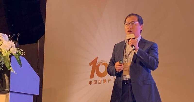 奧陸資本總裁兼投資總監蔡金強認為,內房行業在貿戰下可受惠國家政策放鬆,仍是「幸福的行業」。(方楚茵攝)