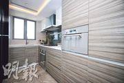 單位廚房提供電焗爐、氣體煮食爐等設備。(曾憲宗攝)