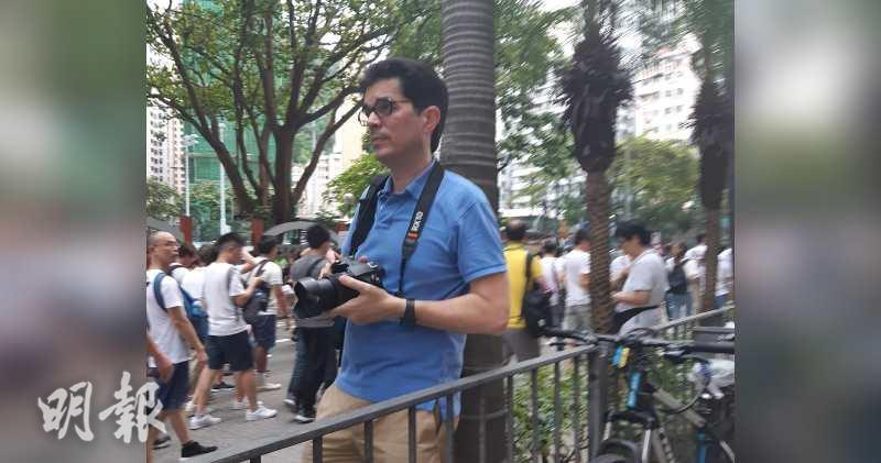 David Webb今日親身參與遊行,表示「香港人加油!」(龍彩霞攝)