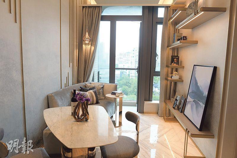 福晟國際持有的喇沙利道晟林,昨開放兩個示範單位予傳媒參觀,包括實用419方呎的16樓A室,屬兩房間隔。(鍾林枝攝)