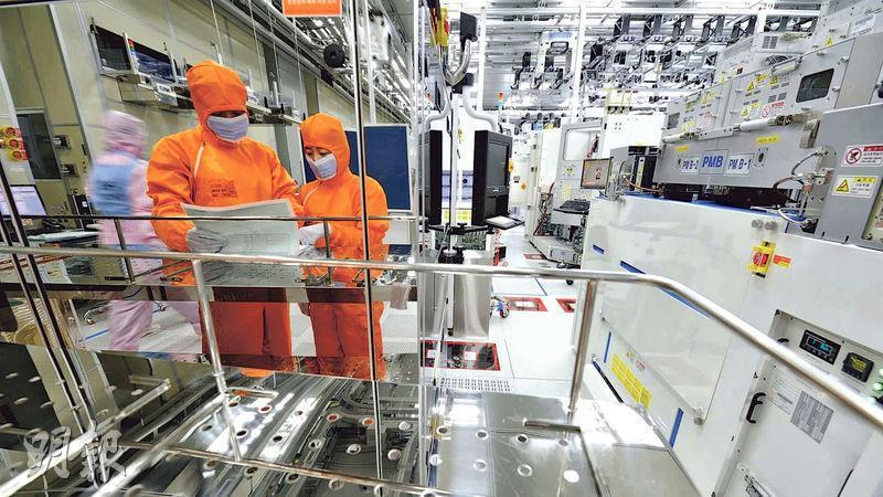 日本上周起向出口至韓國的半導體關鍵材料實施管制,被指有意打擊對韓國出口舉足輕重的半導體產業,豈料此舉卻意外帶動了韓國的半導體巨擘三星電子和SK海力士的訂單。圖為SK海力士廠房。(資料圖片)