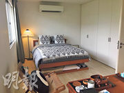 睡房佈局:睡牀和書枱均是二手家俬,增添懷舊及環保氣息。