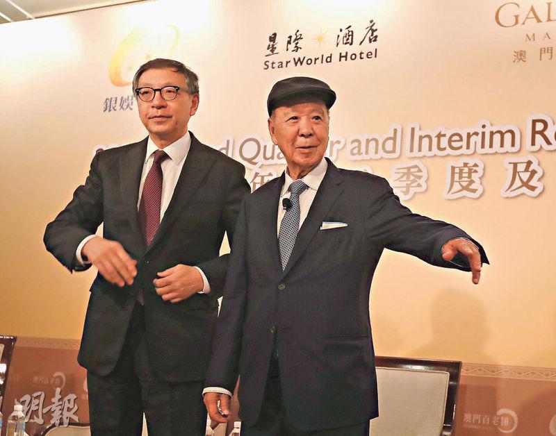 銀娛集團副主席呂耀東(左)指,貴賓廳生意受中美貿易關係、人民幣下跌及區內競爭影響,可幸澳門整體博彩收入平穩。旁為集團主席呂志和。(李紹昌攝)