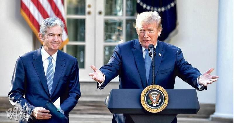 美國總統特朗普(右)再度炮轟他委任的聯儲局主席鮑威爾。(資料圖片)