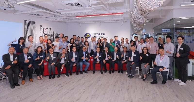 在工總安排下,12間初創企業與10多位資深工業家交流。(工總提供)
