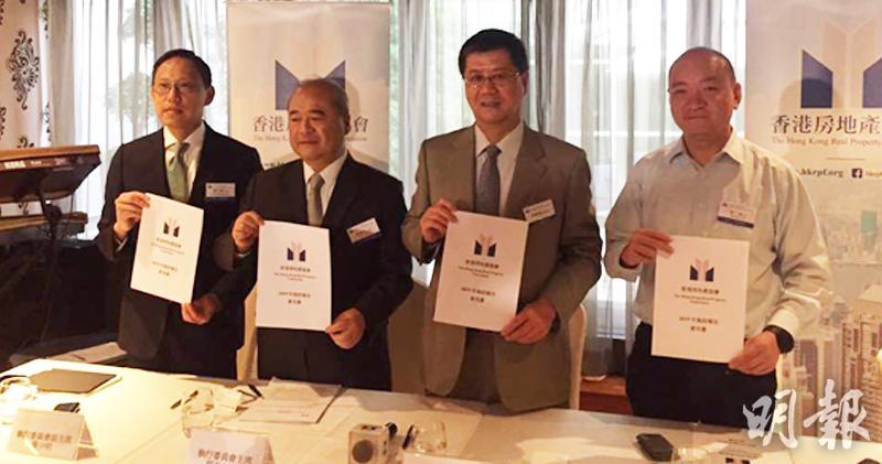 右二為香港房地產協會會長黃俊康