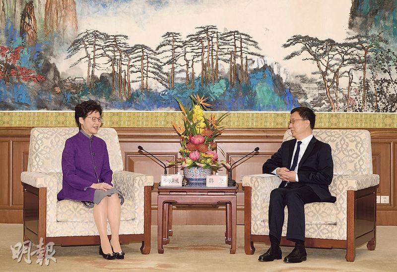 國務院副總理韓正(右)周三在北京主持大灣區建設領導小組會議,並會見特首林鄭月娥(左)。