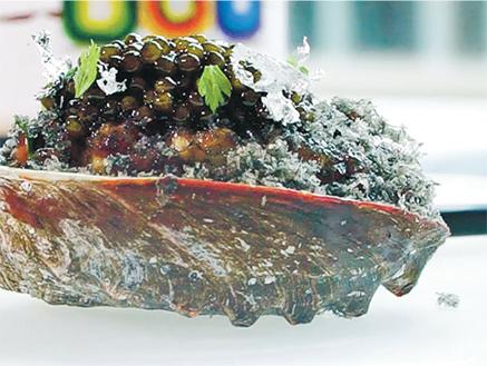 鮮香的牛肉和鮑魚油脂已率先溢滿口腔,魚子醬鮮味頓時提升, 不愧為主廚之作。