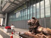 中環匯豐總行今日下午約5時已落閘。