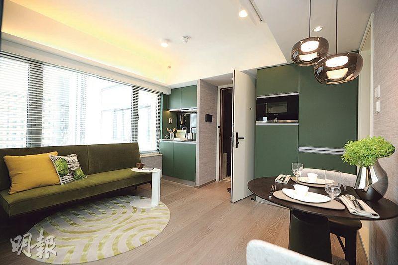 發展商開放WEST PARK現樓示範單位,其中包括實用339方呎的23樓A室屬2房間隔。(曾憲宗攝)