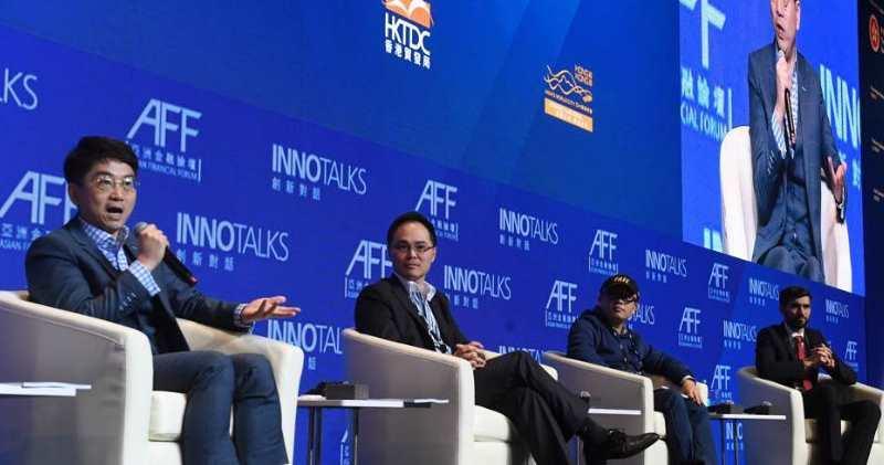 多間虛擬銀行管理層今日出席亞洲金融論壇。圖左起為金管局周文正、平保馮鈺龍、微眾陳天健、星展集團金融科技負責人梅迪蘇伊迪。(劉焌陶攝)