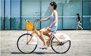內地電商巨頭阿里巴巴昨晚公布2020財年業績,截至今年3月底止全年按非通用會計準則計純利升42%至1324.79億元人民幣,勝市場預期。圖為阿里巴巴員工騎單車穿梭西溪園區。(資料圖片)