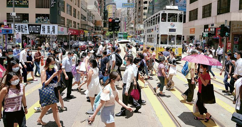 本港經濟衰退、失業率急升,有市民財務壓力「爆煲」,上月個人破產呈請數目激增至2079宗,是SARS後最高。(中通社)