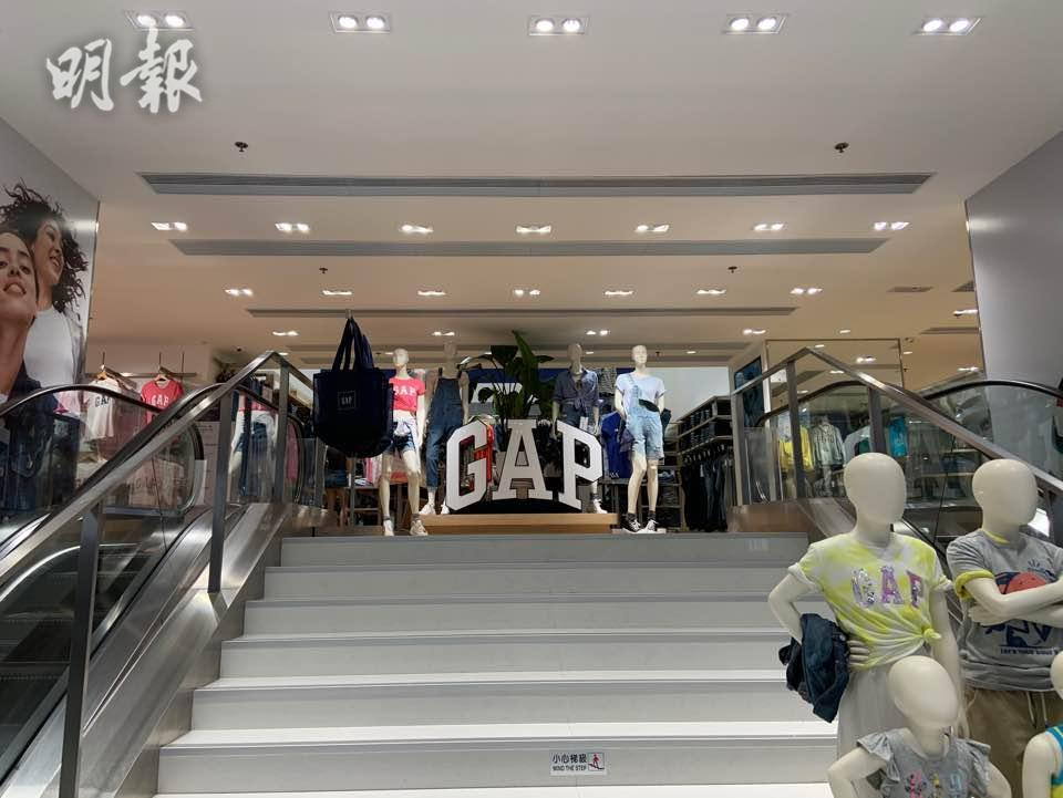 GAP尖沙嘴旗艦店提早兩年結業 舖位傳150萬招租(黃逸沂攝)