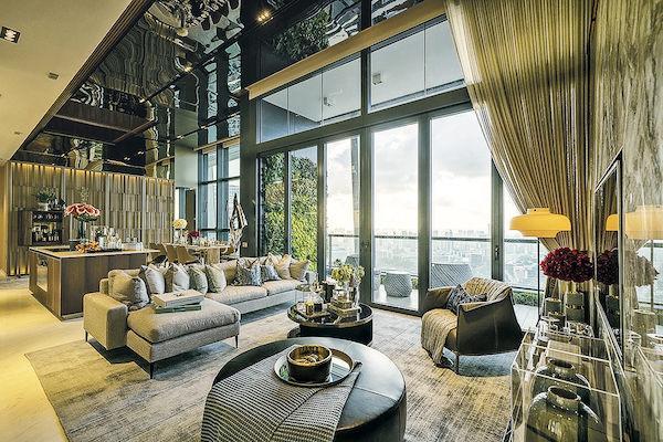 樓盤設有兩層專門為住戶設置的設施,除了多功能廳,還包 括有泳池、室內及室外健身房、空中花園等。