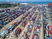 中國7月出口增幅遠勝預期,分析指或與歐美陸續從疫情解封有關。圖為福建泉州石湖港。(新華社)