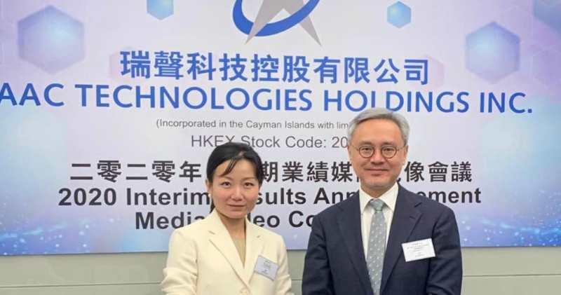 瑞聲科技董事總經理莫祖權(右)及財務總監郭丹(左)。