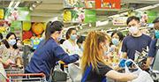 本港7月零售業總銷貨價值的臨時估計為265億元,按年下跌23.1%,計及百貨公司超市部門的超級市場銷貨價值按年大升27.8%至63.43億元,佔整體零售銷貨值24%。(中通社)