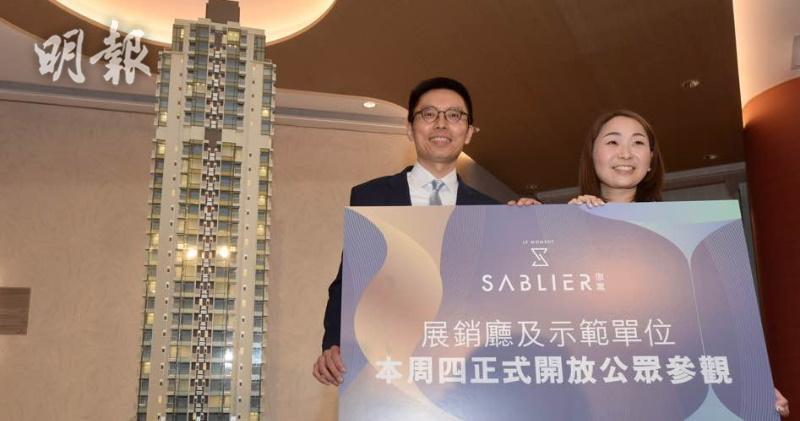 其士集團物業發展部總經理司徒世華(左)、集團銷售及市務經理冼佩盈(右)(劉焌陶攝)