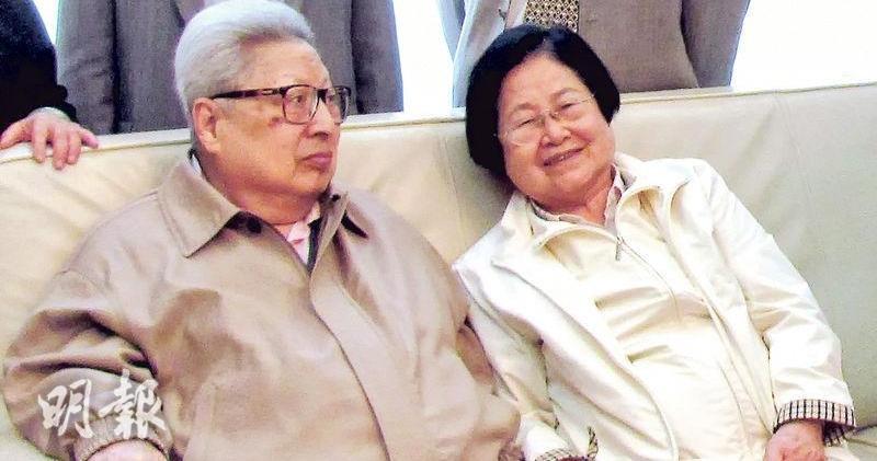 中共元老喬石(左)