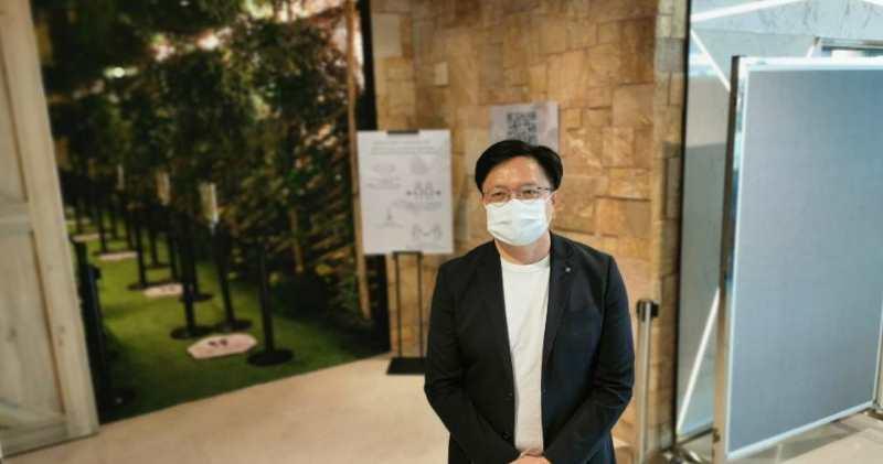 新世界發展營業及市務部總監黃浩賢表示,柏傲莊2期有機會於月內推出。(林尚民攝)