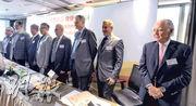 王兟昨日邀來不少名人為其明日大嶼規劃建議「站台」。圖左至右為印度商會主席司徒偉、中原集團創辦人兼行政總裁施永青、王兟、立法會議員謝偉俊、Weir & Associates Solicitors & Notaries創始人兼資深合伙人韋雅成、Kalavinka Advisors主席Mr. Alastair Campbell、房地產公司Chelsfield Asia集團副董事長兼首席執行官陸智德,以及匯控前主席、KKR Asia 主席龐約翰。(劉焌陶攝)