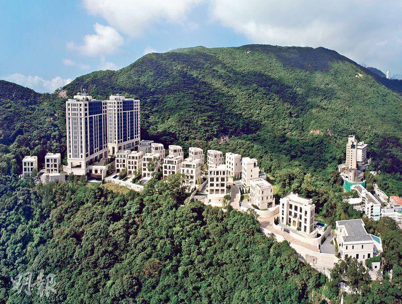 山頂文輝道地王高價售出後,MOUNT NICHOLSON以逾4.9億元、實呎11.49萬元售出一伙分層戶,為逾半年來市場最貴呎價一手分層戶,發展商更罕有為買家提供最高樓價八成免壓力測試一按計劃。