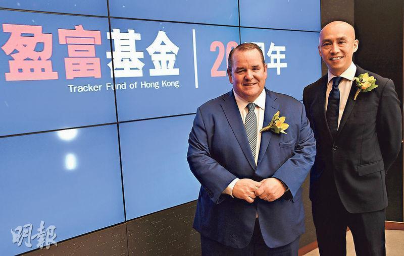 盈富基金2019年成立20周年時,道富SPDR ETF全球業務主席James Ross(左)來港慶祝。