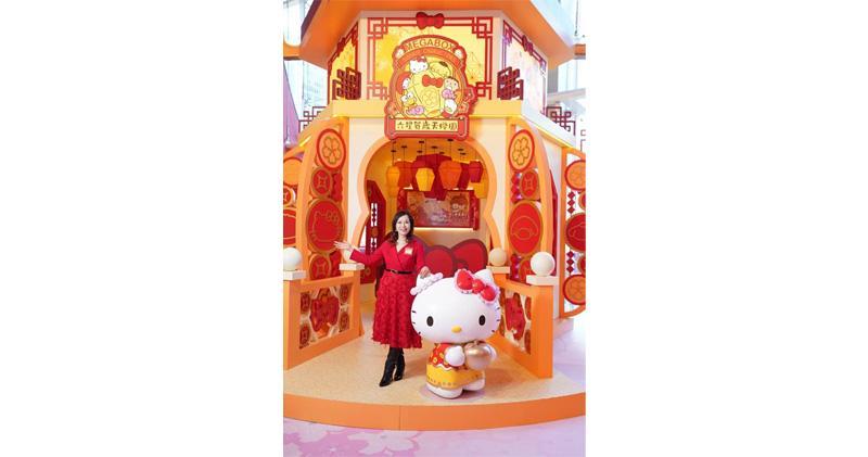 MegaBox夥Sanrio MegaBox中庭設大型賀年裝置。圖為文靜芝。