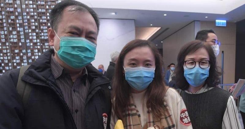 LP10買家王小姐(中)及其父母(劉焌陶攝)